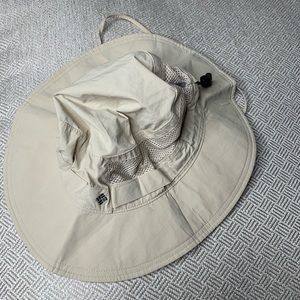 Columbia all weather sport hat draw string strap